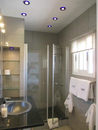 Hotel Liberty Sitges: Bathroom with shower