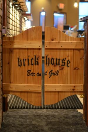 The Brick House Bar And Grill: Cool Bar Door