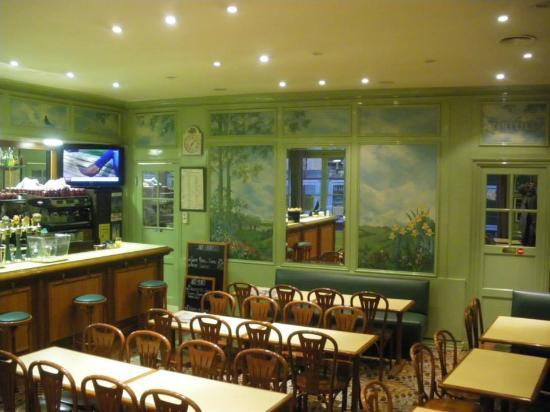 Café du centre : La salle