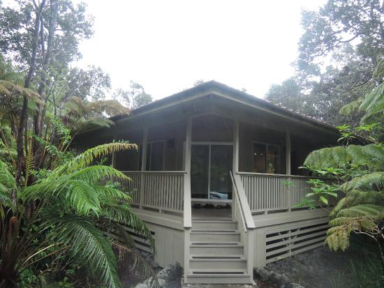 Volcano Country Cottages: Lehua Blossom Cottage