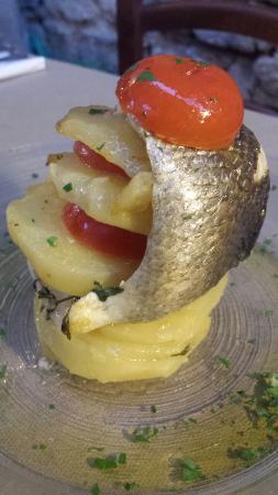 Cantina de' Corvi : Filetto di Branzino in pila di patate e Piccadilly al forno
