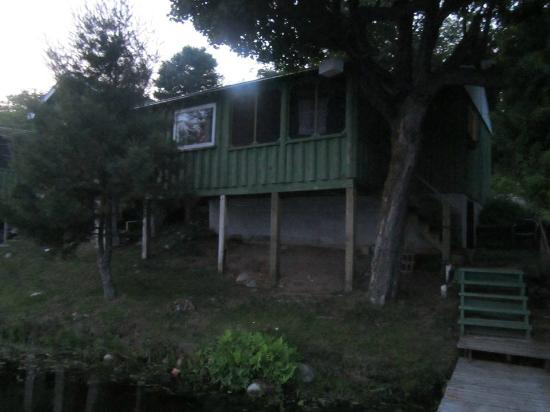 Laona, Wisconsin: Cabins face lake