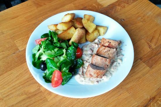 Pork tenderloin with potatoes and fresh salad