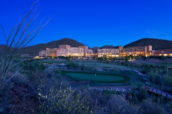 JW Marriott Tucson Starr Pass Resort & Spa: Resort at Dusk