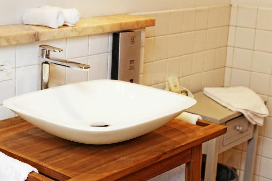 Ousse, France : salle de bain