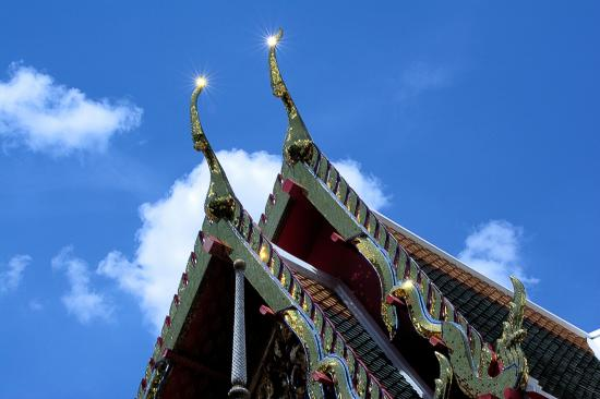 High Quality Temple Of The Reclining Buddha (Wat Pho): The Sun Glints Off The Golden