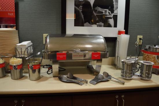 Hampton Inn & Suites Mahwah: Hot breakfast