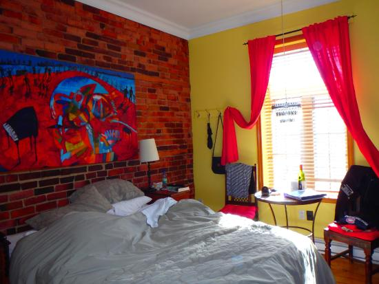Petite Auberge Les Bons Matins: Budget bedroom