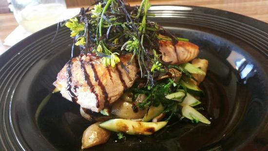 Pacific Restaurant: Pan seared local salmon. Amazing!