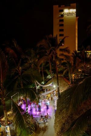Costa Sur Resort & Spa: Partying all night long!