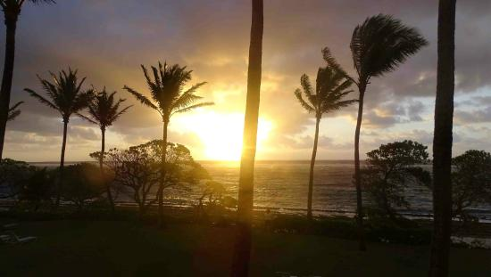 Kapaa Shores: Sunrise in the East view from our Lanai!
