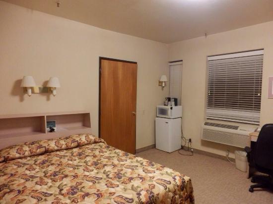 Kawada Hotel: 部屋。ダブルベッド