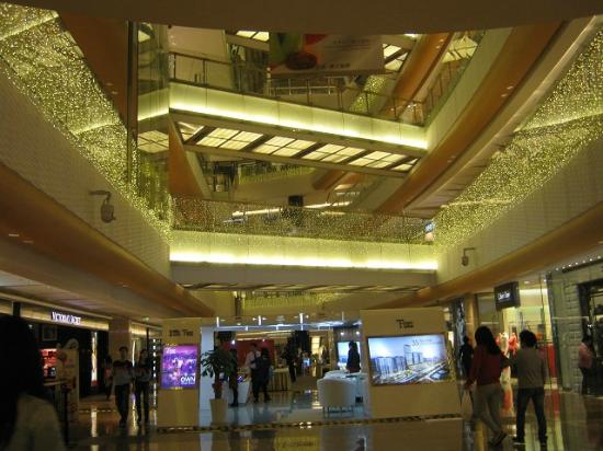 Yitian holiday Plaza: Beautiful Interior of Holiday Plaza
