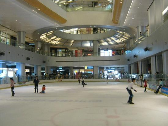 Yitian holiday Plaza: Ice Skating Rink in Mall