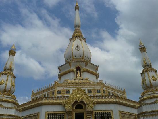 Pha Nam Yoi or Isan Buddhist Park