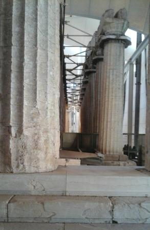 Messenia Region, Grecia: Row of Doric columns, close to completion