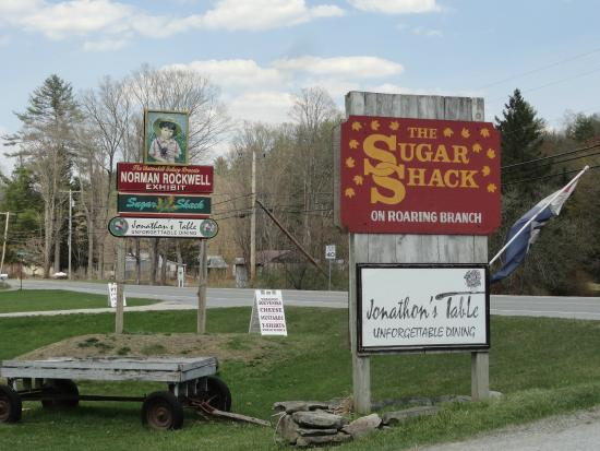 Sugar Shack : Signs by the road
