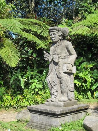 Villa Wastra: Statue near the entrance