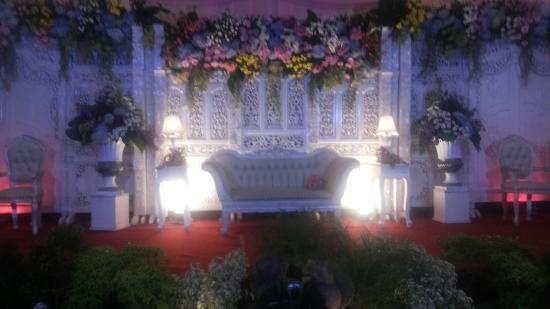 Hotel Pelangi Malang: Pernikahan indor outdoor romantis