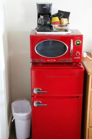 Holiday Motel: Great retro style microwave and refrigerator!