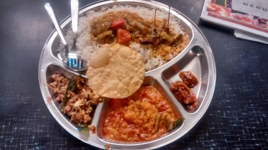 Elite Hotel : veg thali