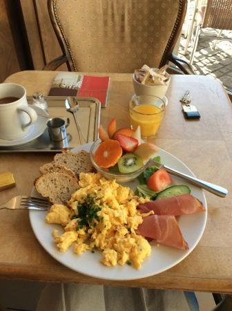 Hotel Goldenes Kreuz: カフェの朝ごはん