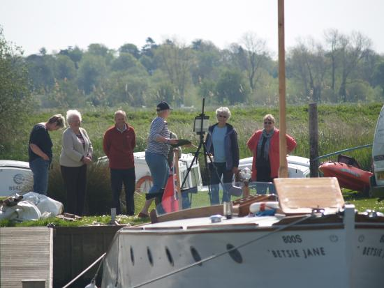 Betsie Jane River Tours: Pre cruise painting workshop with artist and tutor Linda Matthews