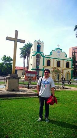 St. Peter's Church : Gereja St Petrus dan Taman di depannya