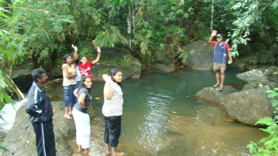 Epitawala, Sri Lanka: Natural water fall is cool