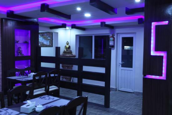 Kathmandu Home Hotel: breakfast hall