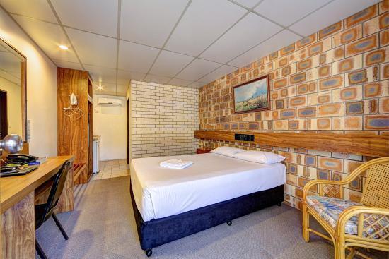 Chalet Motor Inn