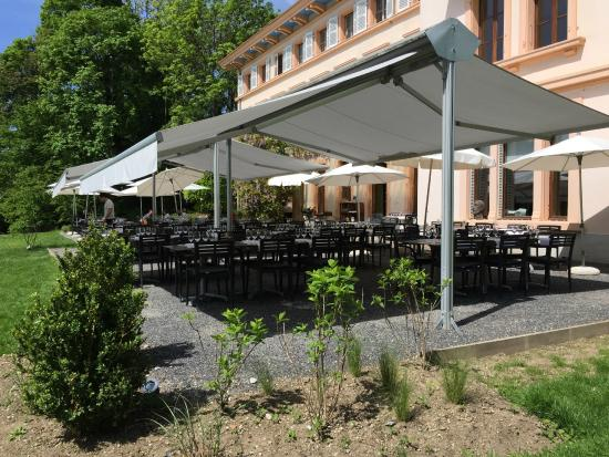 de Bois Genoud La terrasse du Castel de Bois Genoud prête pour la
