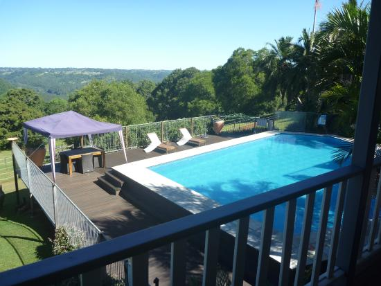Montville Holiday Apartments: Pool with a great view.