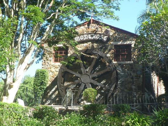 Montville Holiday Apartments: Waterwheel in Montville.
