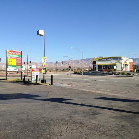 Desert Inn: Les éoliennes, depuis le motel