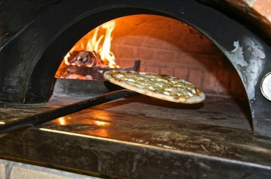 La Pizza Nel Forno A Legna Picture Of Il Caminetto