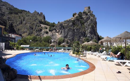 Piscina abierta en temporada picture of hotel spa for Piscina jaen