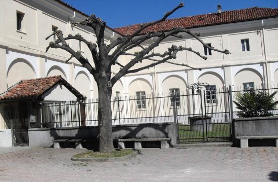 Govone, Italy: piazzale del convento