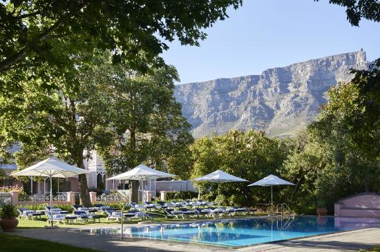 Belmond Mount Nelson Hotel: Garden Cottages, Pool and view