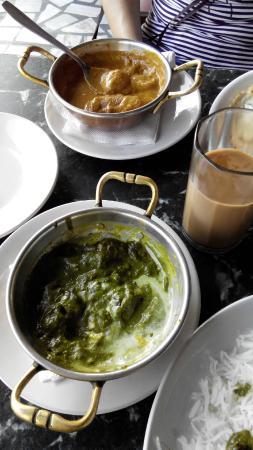 "Vivek Hotel: Обед - рис со шпинатом и блюдо ""малая кофта"""