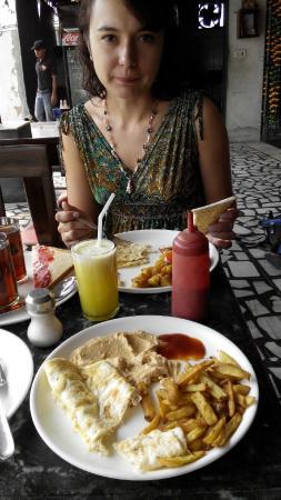 Vivek Hotel: Завтрак американский и европейский