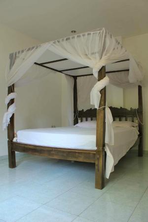 Joli Homestay: lit avec grand matelas
