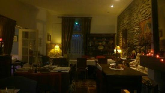 La Villa Les Cèdres : un hotel avec un restaurant très accueillant