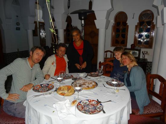 Riad Moulay: A table avec ma famille et Jamila.