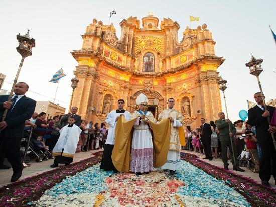 Sliema, Malta: Fiesta at Gharb with Infiorita
