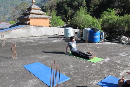 yoga auf dem dach picture of anand ganga uttarkashi tripadvisor. Black Bedroom Furniture Sets. Home Design Ideas