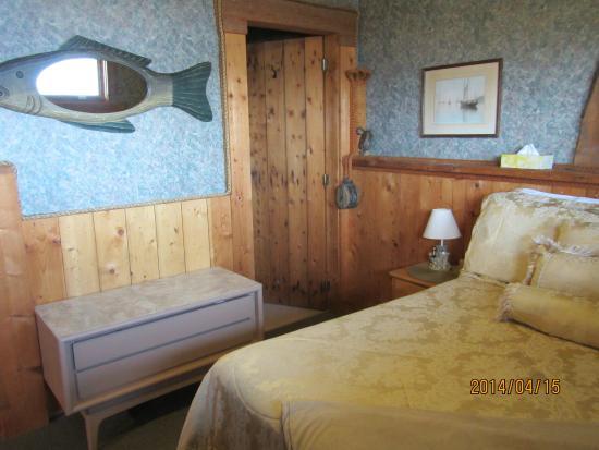 SeaWatch Bed & Breakfast: Captans Quarters Bed