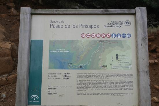 Los Reales de Sierra Bermeja: Direction sign