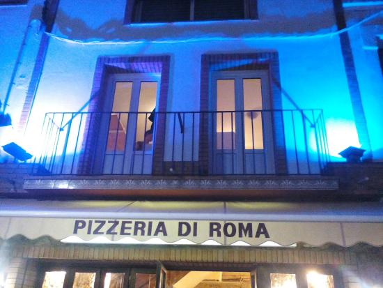 Pizzeria di Roma : A touch of light