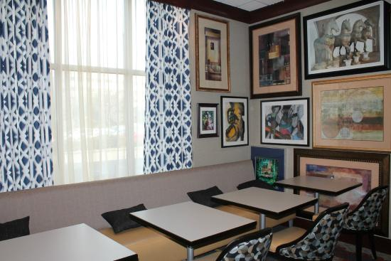 Hampton Inn & Suites Staten Island: Lobby